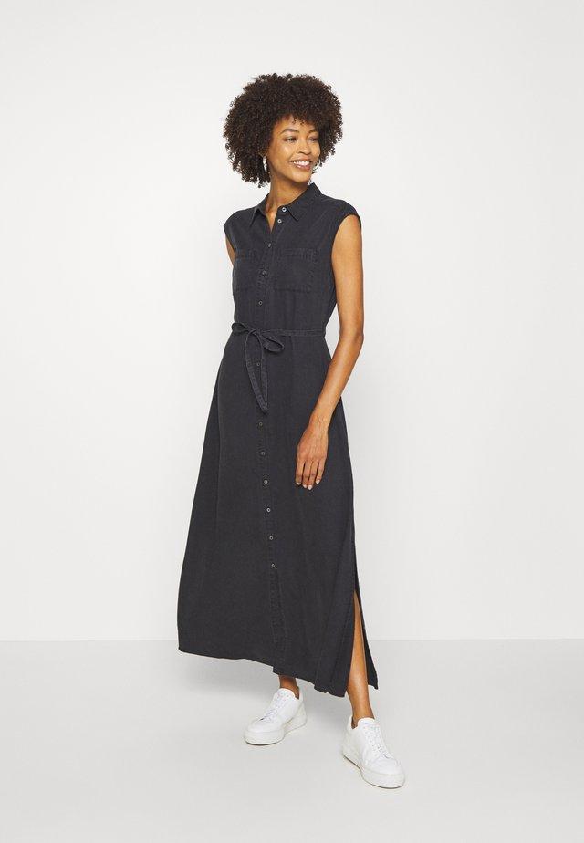 DRESS BREAST POCKETS SMALL BELT SIDE SLITS - Vestido largo - breezy black