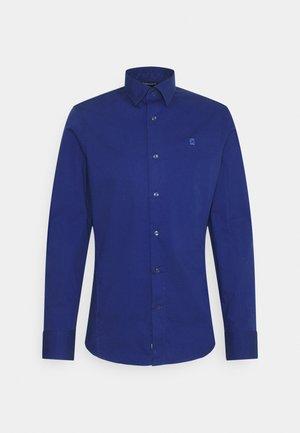 DRESSED SUPER SLIM SHIRT L\S - Camisa - mai stretch poplin  blue