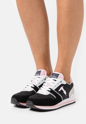 BERBERIS MIX GLITTER - Sneakersy niskie - black/pink