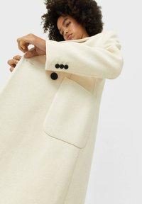 Stradivarius - Zimní kabát - white - 2