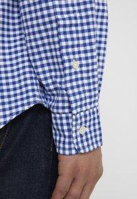 Polo Ralph Lauren - CUSTUM FIT OXFORD - Shirt - blue/white gingham - 6