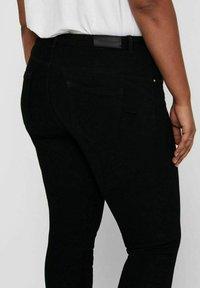 ONLY Carmakoma - SKINNY FIT CURVY CARANTE LIGE REG ANKLE PUS - Jeans Skinny Fit - black - 3