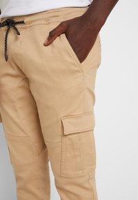 TOM TAILOR DENIM - Cargo trousers - smoked beige - 5