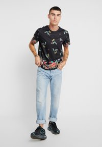 Topman - JAPANESE FLORAL TEE - Print T-shirt - black - 1