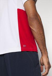 Lacoste Sport - TENINS  - Funkční triko - white/red/cosmic black - 7