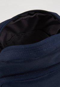 Nike Sportswear - HERITAGE UNISEX - Across body bag - obsidian/white - 4
