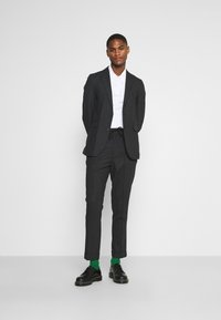 Isaac Dewhirst - Suit - charcoal - 1