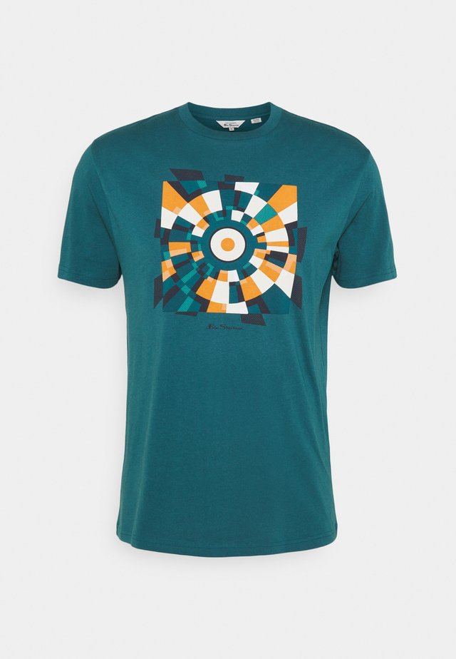 FRACTURED TARGET TEE - T-shirt con stampa - sea