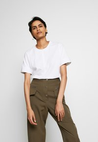 3.1 Phillip Lim - SNAP PANT - Spodnie materiałowe - fir green - 3