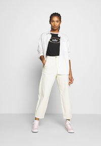 Nike Sportswear - Print T-shirt - black/pink - 1