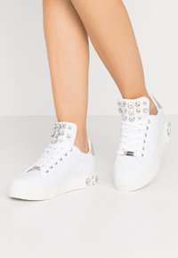 Guess - MAREY - Trainers - white - 0