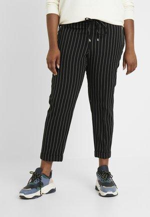 POCKET DETAIL TAPERED TURN UP TROUSER - Pantalones - black