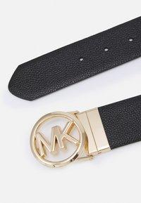 MICHAEL Michael Kors - REVERSIBLE BELT - Cinturón - black/luggage/gold-coloured - 3