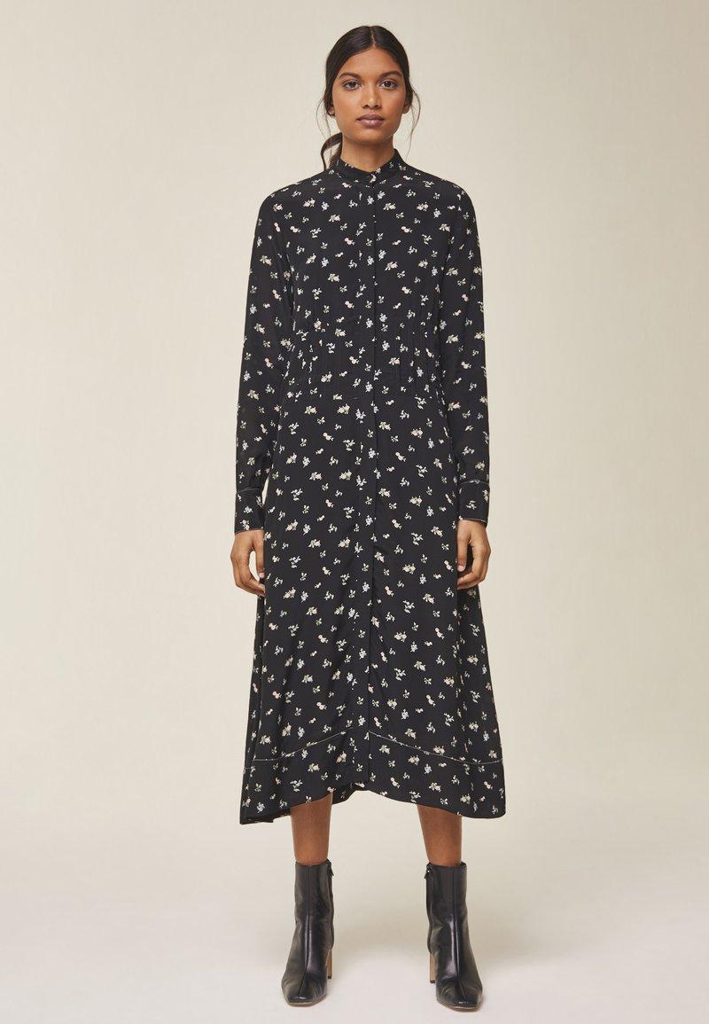 IVY & OAK - MIT RAFFUNG IN DER TAILLE - Day dress - black