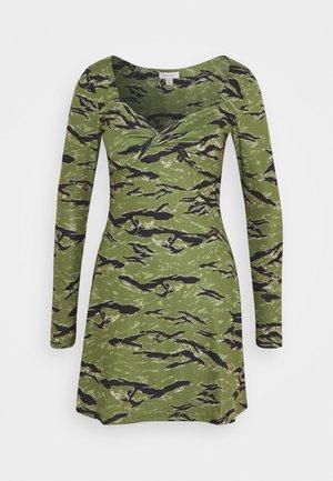 ANIMAL TWIST DRESS - Jersey dress - green