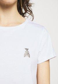 Patrizia Pepe - MAGLIA - T-shirt imprimé - bianco ottico - 5