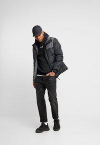 adidas Originals - HOODY - Bluza z kapturem - black - 1
