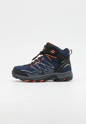 BLACKOUT MID WP JR UNISEX - Hiking shoes - navy/orange