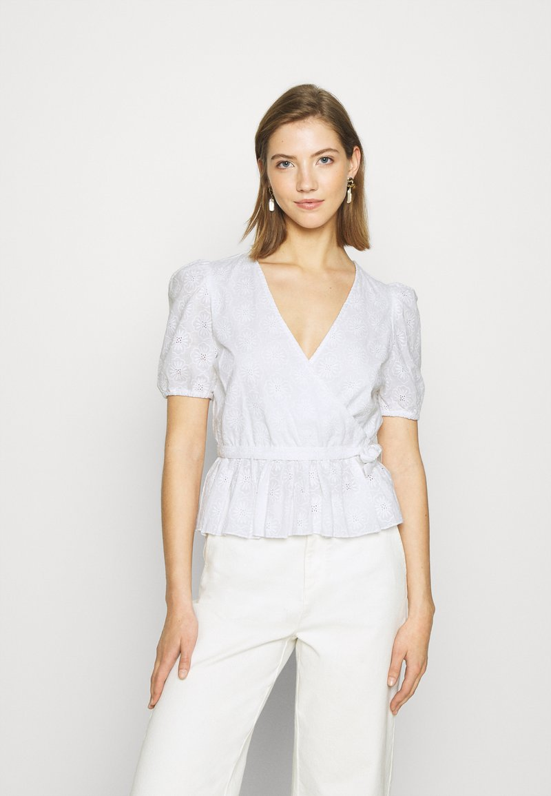 NA-KD - EMBROIDERED OVERLAP BLOUSE - Bluser - white