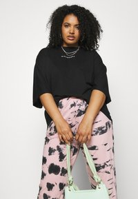 Missguided Plus - TIE DYE - Tracksuit bottoms - pink - 3