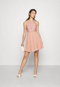 WAL G. - COLT INSERT SKATER DRESS - Koktejlové šaty/ šaty na párty - blush pink - 1