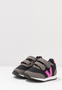 Veja - SMALL NEW ARCADE - Trainers - black/ultraviolet/orange fluo - 3