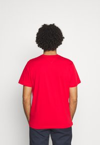Tommy Jeans - LAYERED GRAPHIC TEE  - T-shirt con stampa - deep crimson - 2
