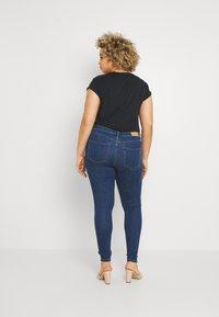 ONLY Carmakoma - CARFLORIA  - Jeans Skinny Fit - medium blue denim - 2