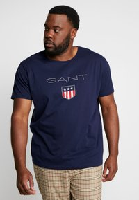 GANT - PLUS SHIELD - T-shirt med print - evening blue - 0