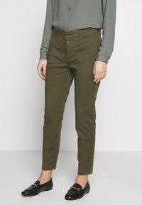 CLOSED - JACK - Chino kalhoty - olive - 0