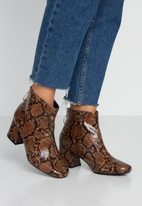 Miss Selfridge Wide Fit - WIDE FIT BRIXTON ZIP BACK SQUARE TOE - Ankle boots - brown - 0
