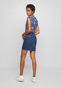ONLY - ONLFAN SKIRT RAW EDGE - Denim skirt - medium blue denim - 2