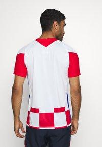 Nike Performance - KROATIEN CRO - Vereinsmannschaften - white/university red/bright blue - 2