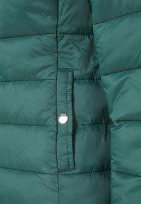 ONLY - ONLSANDIE QUILTED HOOD JACKET - Light jacket - ponderosa pine - 7