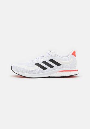 SUPERNOVA RUNNING BOOST BOUNCE PRIMEGREEN SHOES - Neutrala löparskor - footwear white/core black/solar red