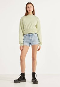 Bershka - DENIM-SHORTS MIT SAUMAUFSCHLAG 02596211 - Denim shorts - blue - 1