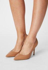 Dune London - AURRORA - Classic heels - camel - 0