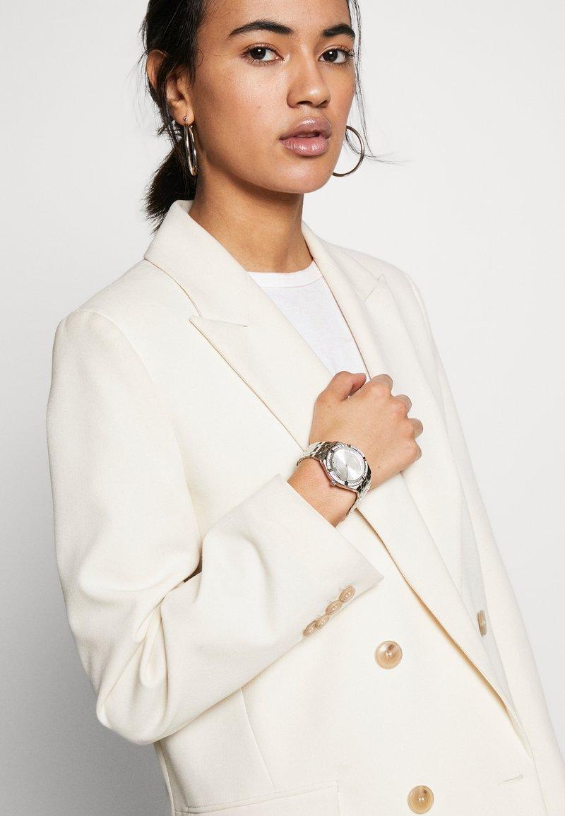 Guess - LADIES SPORT - Horloge - silver-coloured