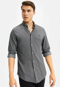 WE Fashion - SLIM FIT - Camicia - black - 4