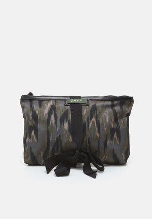 GWENETH MARBLE S SET - Kosmetická taška - lead