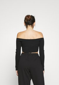 Missguided Petite - SQUARE NECK CROPPED JUMPER - Long sleeved top - black - 2