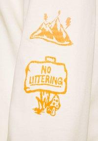 The North Face - HIMALAYAN BOTTLE SOURCE - Camiseta de manga larga - vintage white - 3