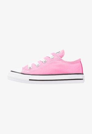 CHUCK TAYLOR ALL STAR CORE - Zapatillas - pink