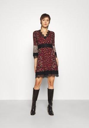 MINI ABITO - Gebreide jurk - red
