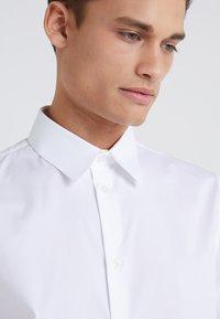 Filippa K - JAMES STRETCH SHIRT - Finskjorte - white - 5
