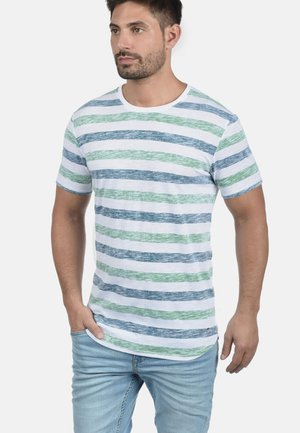 RUNDHALSSHIRT TET - Print T-shirt - mottled light grey/mottled dark green
