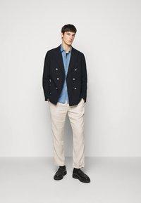 Frescobol Carioca - COOTON DECONSTRUCTED BLAZER - Blazer jacket - dark navy - 1