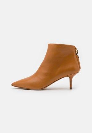 Korte laarzen - chestnut