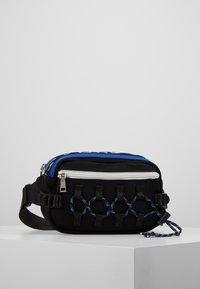 Hikari - CLIMBERS BUM BAG - Ledvinka - black/blue - 0