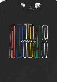 adidas Originals - ADICOLOR CLASSICS 3-STRIPES LONG SLEEVE TEE - Print T-shirt - black - 2